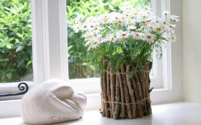 Krásný květináč ze suchých větví