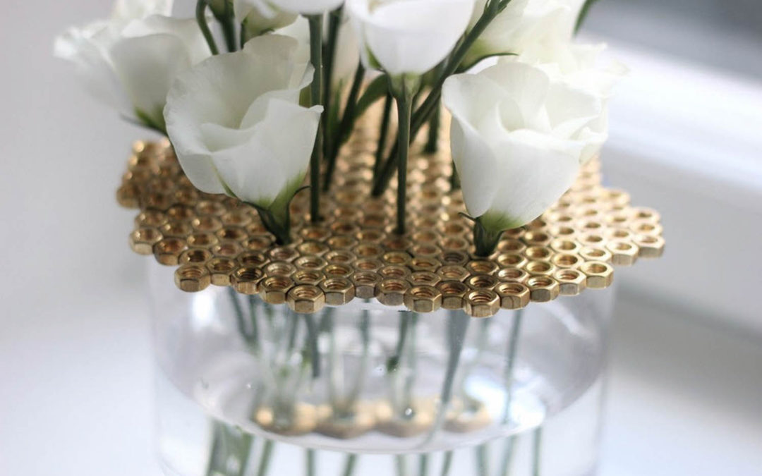 Váza z matic